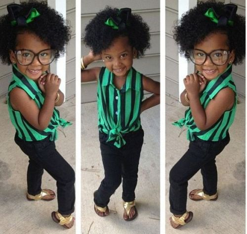 queennubian:  chic-curls:  The most adorable little thing I have ever seen! Rock ya natural lil mama!  Go head babydoll!