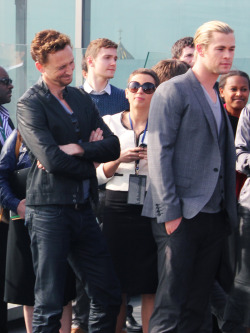 wantstobelieve:  #tom no matter how hard you squint chris' pants will not disappear   #I am Loki, dull pants! And I order you to disappear!