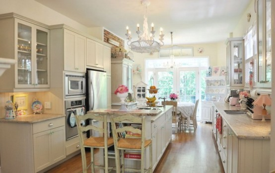 (via Cool Vintage Candy-Like Kitchen Design With Retro Details | DigsDigs)