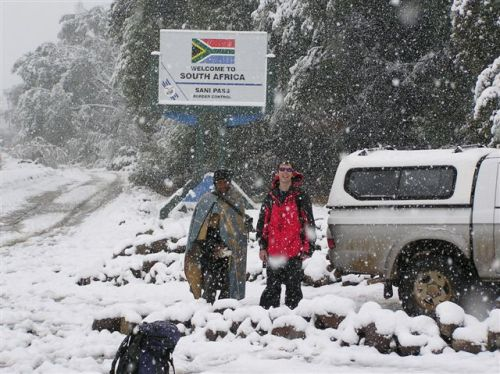 "sagebreed:  Snow falls in South Africa, Tuesday August 7, 2012 The South African Weather Services (SAWS) confirmed snow had fallen across Vereeniging, Pretoria and Johannesburg. ""It's difficult to gauge how much snow has fallen as we don't really measure snowfall in South Africa, but it's more than we have had since 2008,"" Venetia Phakula, forecaster at the South African Weather Service, told the Mail & Guardian. Snow is a rare occurrence in Gauteng, with snowfall having been experienced in May 1956, August 1962, June 1964, September 1981 and on June 27 2007. September 1981 has the greatest snowfall on record, with statistics showing snowfall accumulating up to 10 centimetres across the province."