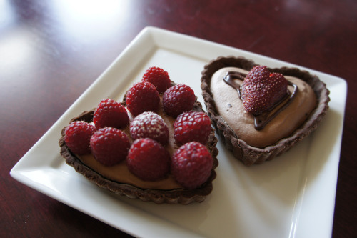 diet-killers:  mini heart-shaped chocolate tarts (от Sweet Me Away)