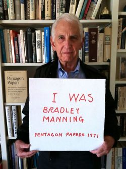 thepeoplesrecord:  Pentagon Papers whistleblower Daniel Ellsberg in support of Pfc. Breanna Manning, Wikileaks whistleblower in prison for exposing war crimes.  Sign his & the Manning Support Network's petition to free Manning here.