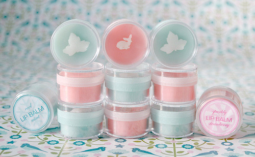 aboxofdesigns:  I love mint. :D This is a tutorial of how to made your own cool mint lip balm.