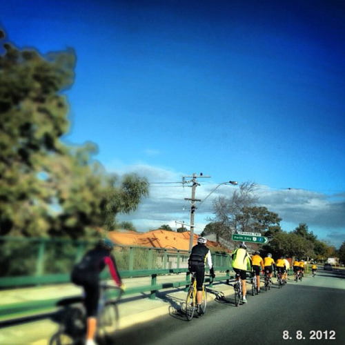 Le Peloton crosses me on my journey to work this AM