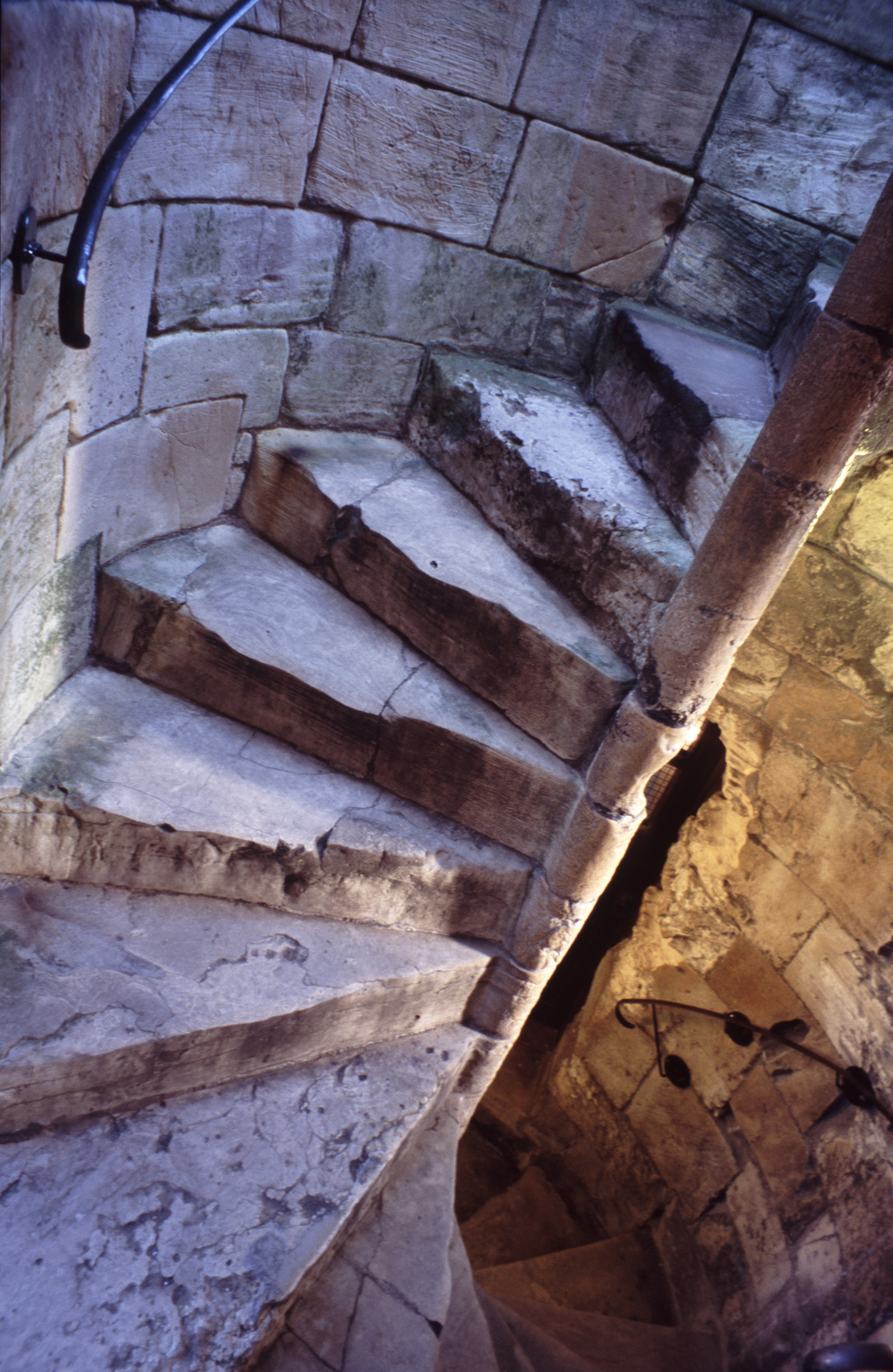 mediumaevum:  Stairs in medieval fortifications were constructed to contain trick or stumble steps. These were steps that had different rise height or thread depth from the rest and would cause anyone running up the stairs to stumble or fall, so slowing down the attackers' progress.   XD
