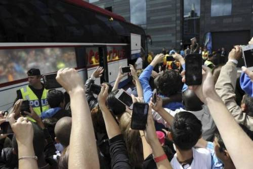 8/8/2012 FC Barcelona arrived Göteborg, Hundreds of fans were waiting