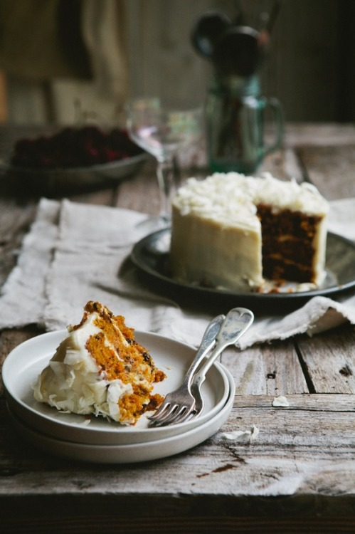 Delicious carrot cake with creamy cheese frosting