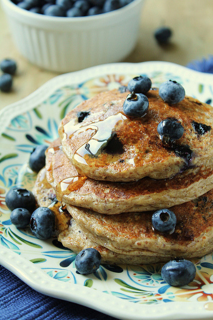 in-my-mouth:  Blueberry Oatmeal Pancakes