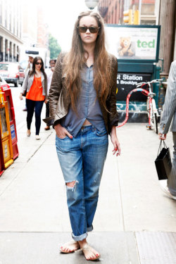 elle:  Street Chic Daily Jeans: J Brand Shirt: H&M Jacket: Yigal Azrouël Shoes: Aldo