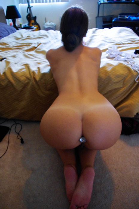 booty-boobs-booches:  WHITE GIRL WEDNESDAY