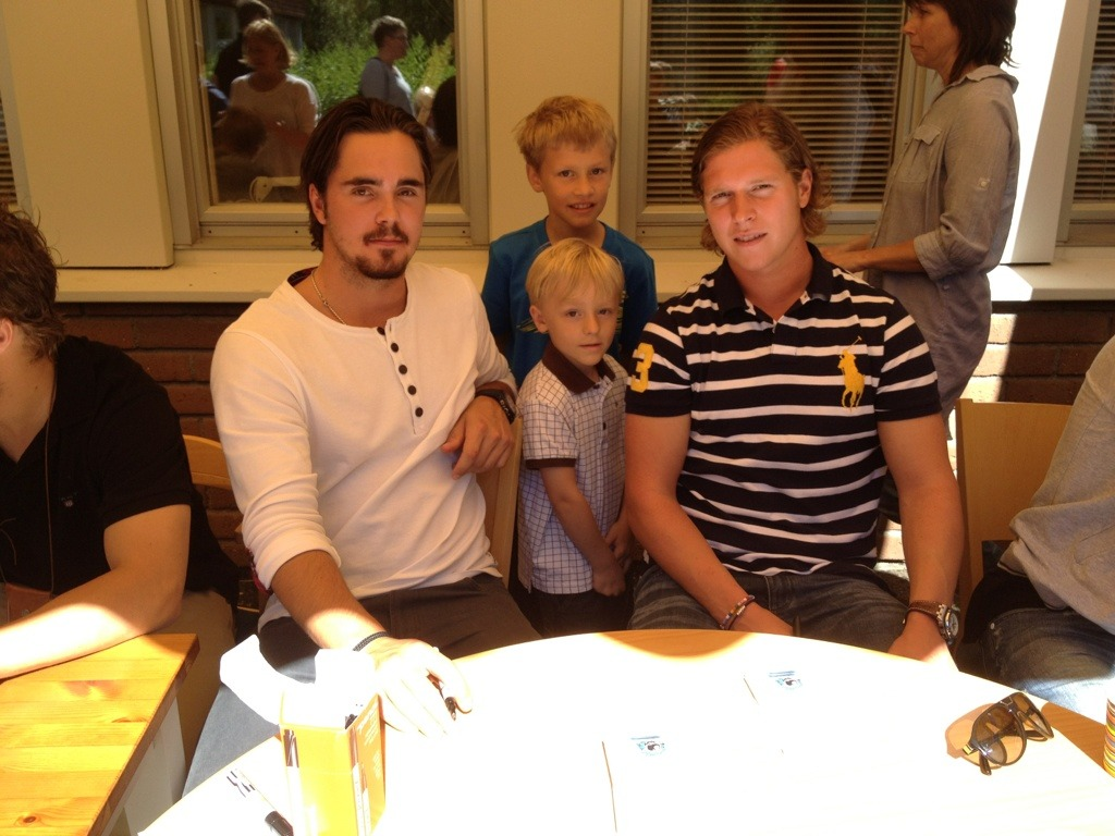Patrik Palm  @the_p75   Awesome charitywork by @backstrom19 and Macus Johansson at Sundsvall Children hospital. #icebreakers