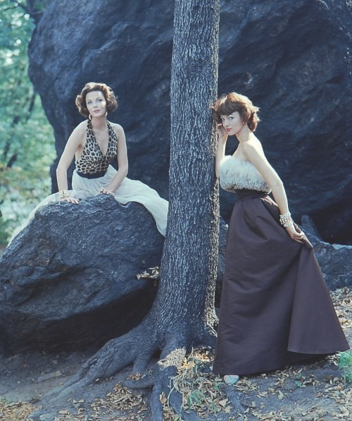 theniftyfifties: Joanna McCormick and Ivy Nicholson in summer fashions, 1957. Photo By Nina Leen.