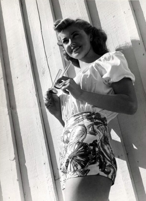 feminine-flower:  Happy 90th Birthday Esther Williams!