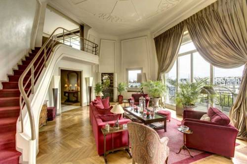 Check out this amazing luxury home with panoramic views of Paris! (via Home of the Week: A Panoramic View of Paris | Coldwell Banker Blue Matter)