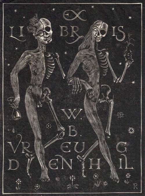 anenlighteningellipses:  #you know just half skeletons stepping out for a night on the town