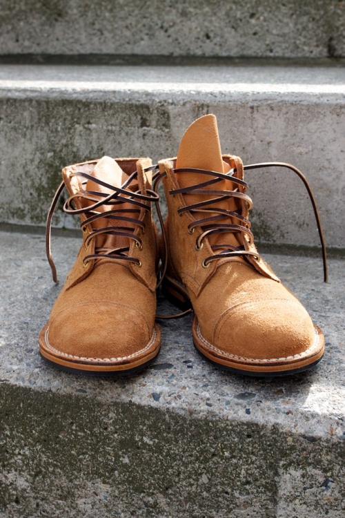 thebengalstripe:  mistercrew:  Viberg service boots at ushowu (similar to the Cabourn boots, but non-distressed).  Stick a black ripple sole on these, done.