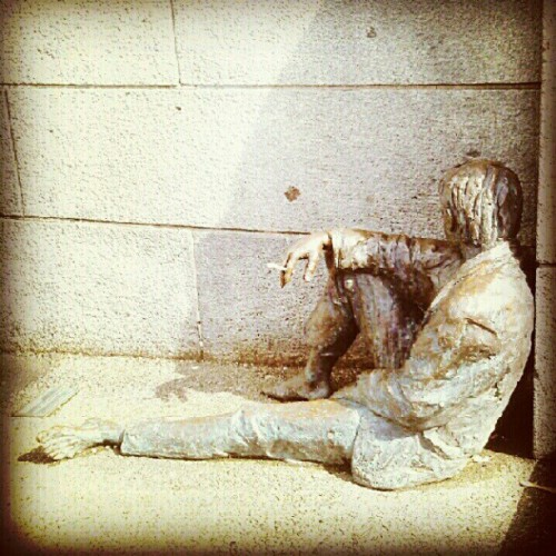 """Mennesket,"" with a cigarette #Bergen #Norway #Statue #Man #Hobo #Homeless #Cigarette #Mennesket #Uteliggeren #Sigarett #ArneMæland  (Taken with Instagram at Bergen)"