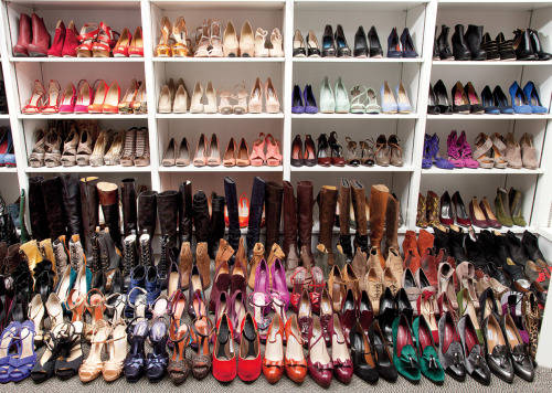 mcqueeny:  can this be my shoe closet?  Así será el mío!
