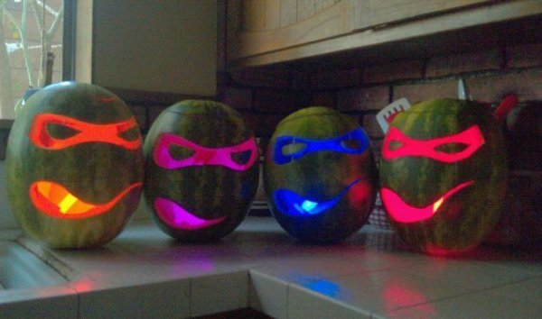 collegehumor:  14 Pictures of Awesome Watermelon Carvings Watermelons are like the Jack-O-Lanterns of the summer, only better, since you can eat your work when you're finished carving a watermelon. Here's 14 amazing pieces of watermelon art.