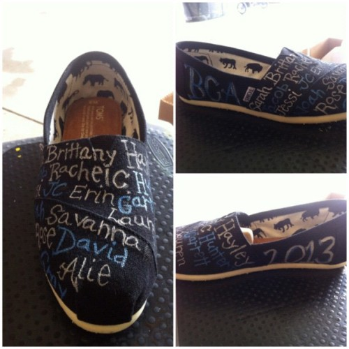 The finished product of one shoe…17/34 BCA seniors #painting #toms #BCA #Seniors2013  (Taken with Instagram at garage - painter's studio)