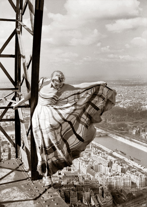 hadesworld:  Lisa Fonssagrives on the Eiffel Tower, Paris, 1939 Erwin Blumenfeld (via Antique and Classic Photographic Images)