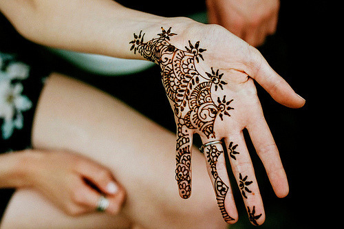 fleurilia:  rosified:  alekhyas:  blissfulbambi:  Henna is so pretty  i want to get some henna but my mum wont let me :(  i want it too omg  last night on new girl cece's henna got all over her face on the eve of her wedding hahahahah