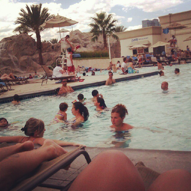 Poolside :) #Vegas #pool #summer #family @vaneastrid  (Taken with Instagram)