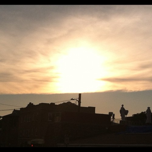 #statue on top of La Kerencya 🌇🌅#iphoneonly #instagood 📷 (Taken with Instagram at La Kerencya Peruvian Cuisine)