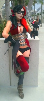 "keaneoncomics:  Jessica Nigri as ""Injustice"" Harley Quinn at SDCC recently."