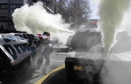 treinandoparaserchuva:  Students clash with a riot police vehicle during a demonstration against the government to demand changes in the public state education system in Santiago, August 8. Chilean students have been protesting against what they say is profiteering in the state education system. Credits: Cristobal Saavedra/Reuters
