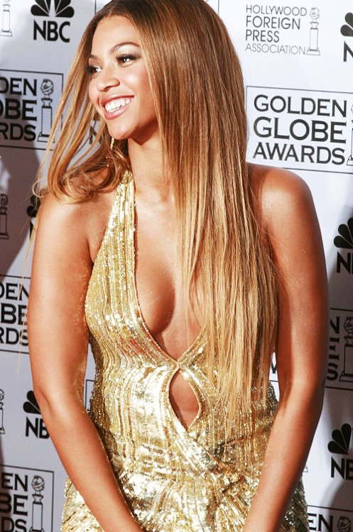 Beyonce in shiny outfits, 1/5