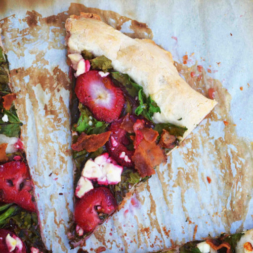 Spinach, Strawberry, Bacon, Goat Cheese, Honey, Balsamic Pizza Recipe
