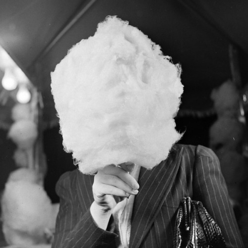 Woman with cotton candy, nd (Nina Leen)