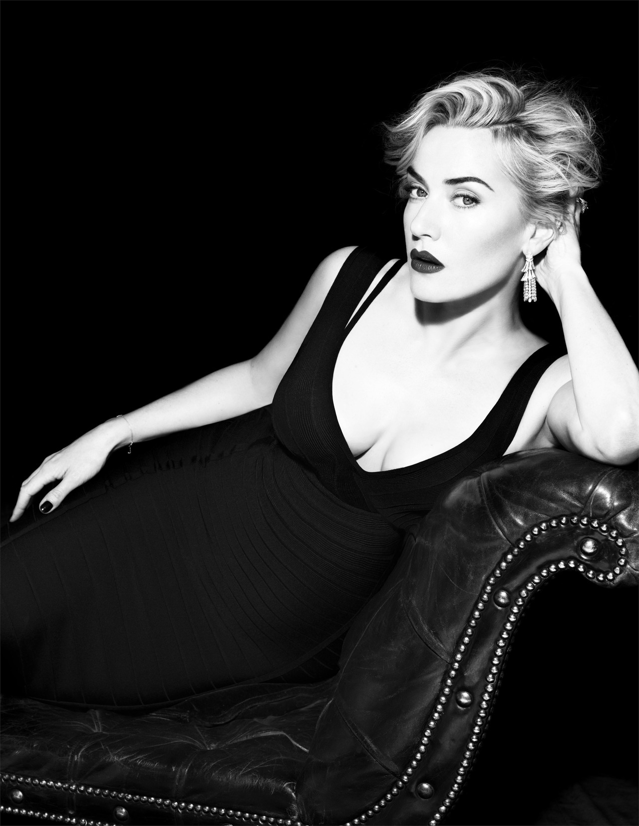 suicideblonde:  Kate Winslet photographed by Miguel Reveriego for Vogue Spain in 2012