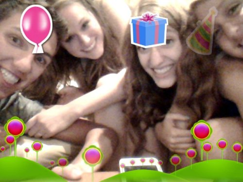 tyfoxxx:  shesofree:  it's party tiem  look at me and my pretty friends!!