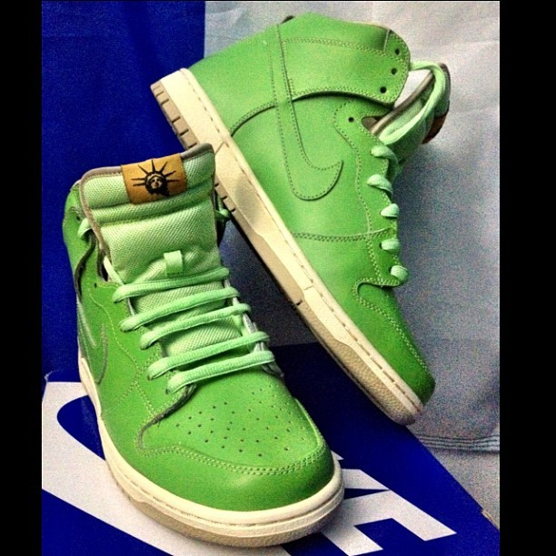 To sell or not to sell, that is the question. #nike #nikesb #hightop #statueofliberty #igsneakercommunity (Taken with Instagram)