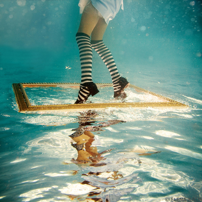 Alice in Waterland (via underwater_alice01.jpg - Projects - Underwater Photography)