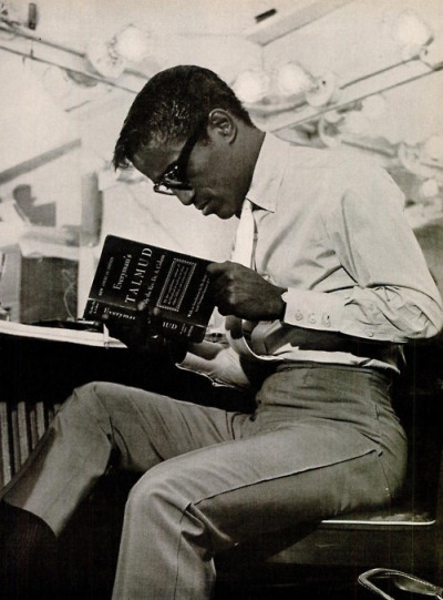 paintmeblack:  Sammy Davis Jr. Reading the Talmud