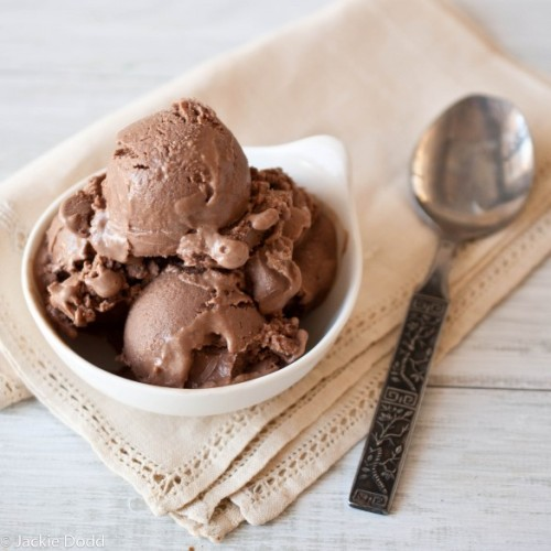 justbesplendid:  Chocolate Coconut Ice Cream (Vegan) by Domestic Fits