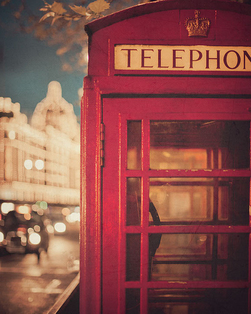 likeoceanwaves:  London Calling by IrenaS on Flickr.