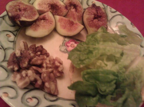 Snacky late dinner. Corn thin with hummus and lettuce, a couple of figs and some walnuts. yum, yum, YUM!
