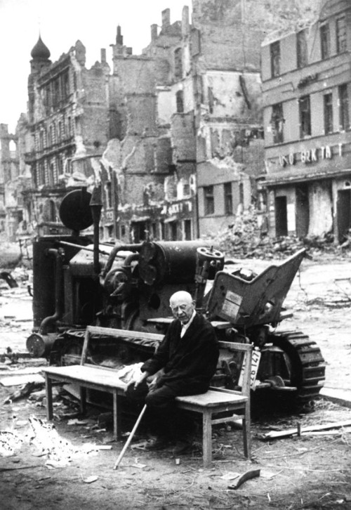 collective-history:  Elderly German man sitting among the ruins of Berlin, 1945.