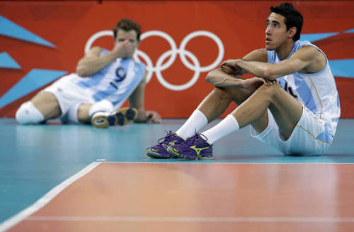 Argentina Volleyball team grieving their OF loss.