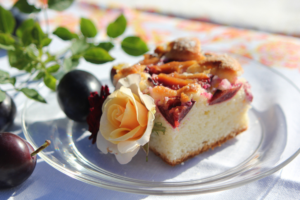 Plum coffee cake (от Oliwia's Cakes)