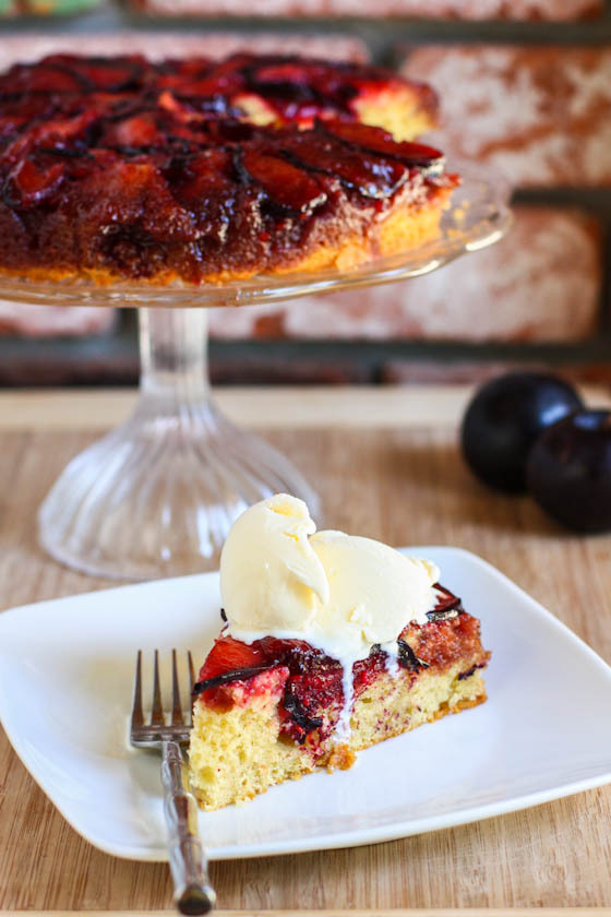 (со страницы Brown Butter Plum Upside Down Cake — Eat, Live, Run)