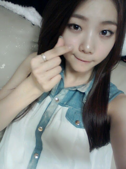 xzmingzx:  [120809 - 1714KST][Uie Google+] 막둥이 가은이랑 저랑 닮았다는데                      정말 닮았나요*^^*                      까은아 언제나 홧팅해!!!!!! [Translation] Maknae Kaeun and me look alike                    Really look alike *^^*                    Kaeun ah~~~ always Hwaiting!!!!!!