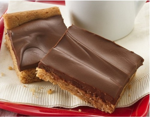 Peanut Butter Candy Bars Recipe Ingredients: 1 pouch (1 lb 1.5 oz) Betty Crocker® peanut butter cookie mix3 tablespoons vegetable oil1 tablespoon water1 egg1 cup chocolate chips1 cup butterscotch chips Directions: 1. Heat oven to 350°F. Spray bottom of 13x9-inch pan with cooking spray. 2. In large bowl, stir cookie mix, oil, water and egg until soft dough forms. Press into pan. Bake 15 to 18 minutes or until edges are light golden brown. Cool 10 minutes. 3. In small microwavable bowl, microwave chocolate chips and butterscotch chips on High 1 to 1 1/2 minutes or until melted. Spread evenly over base. Refrigerate 30 minutes or until set. For bars, cut into 9 rows by 4 rows.