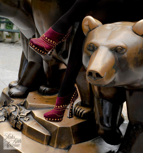 10022-shoe:  Grin and bear it in Miu Miu.Photo by KSW