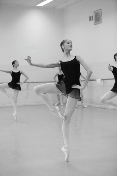 verymaryanna:   black and white ballet   Vaganova