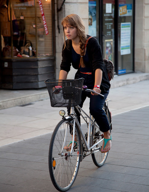 bikesandbabes: (via Bike Fancy: Bordeaux, France)